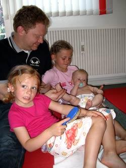 Babymassage ist etwas für die ganze Familie
